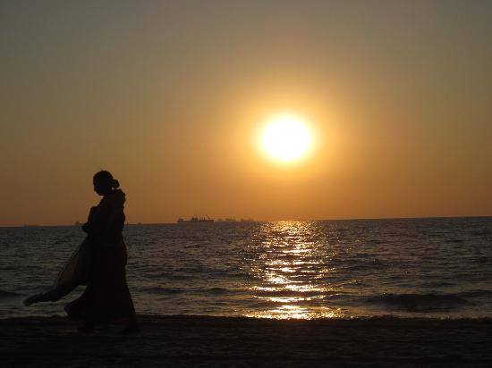 Sea Pearl Guest House: sunset on candolim beach
