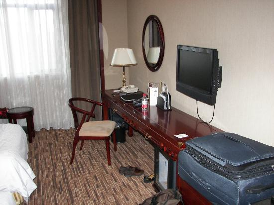 Jianguo Hotel Qianmen Beijing: Desk area