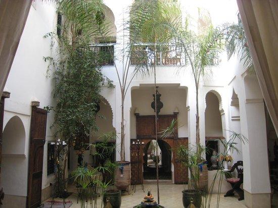 Riad Dar Oulhoum: une vue magnifique du patio