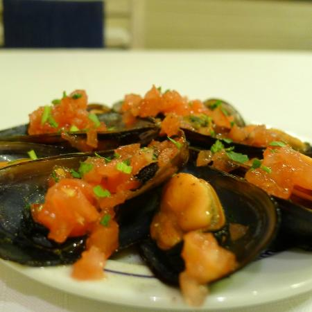 Mare Nostrum: Complimentary mussels apetizer