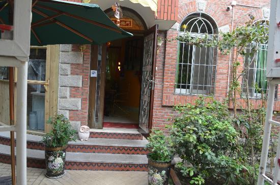 Remy's Garden Hotel: front door