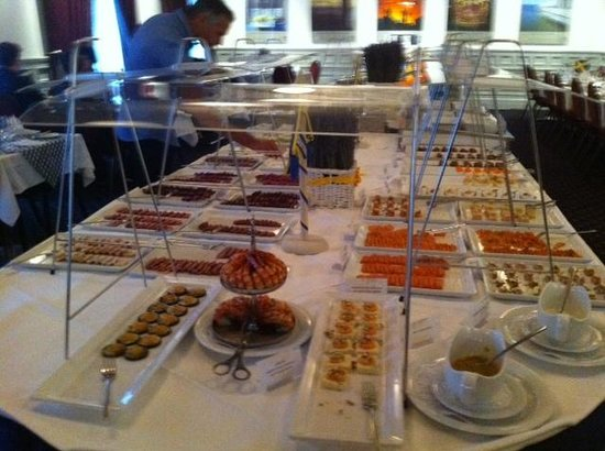 Restaurant Au Premier: View of the cold buffet