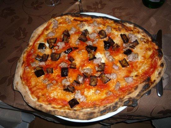 Materita: Maxi Pizza Melanzane Salsiccia Mozzarella Di Bufala