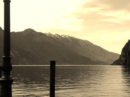 Hotel Gardesana: il lago da Riva d.G.