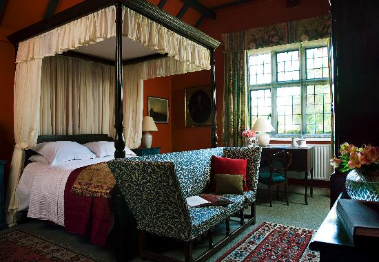 Belle Isle Castle and Cottages : The Red Bedroom