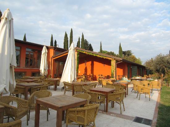 Agriturismo San Mattia: Outdoor dining area