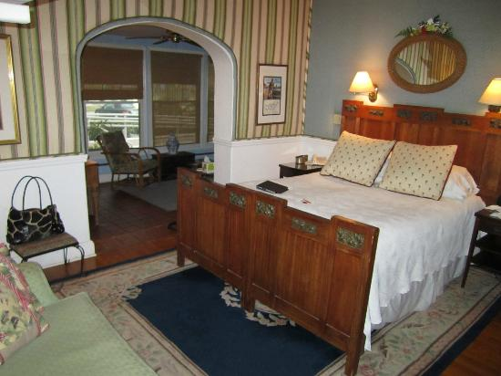 Sea Breeze Manor Inn: Bedroom
