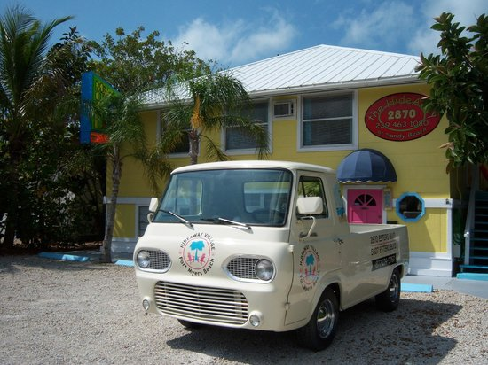 Hideaway Sandy Beach Motel: New Owners/Decor, Nestled Beach side, cute & clean