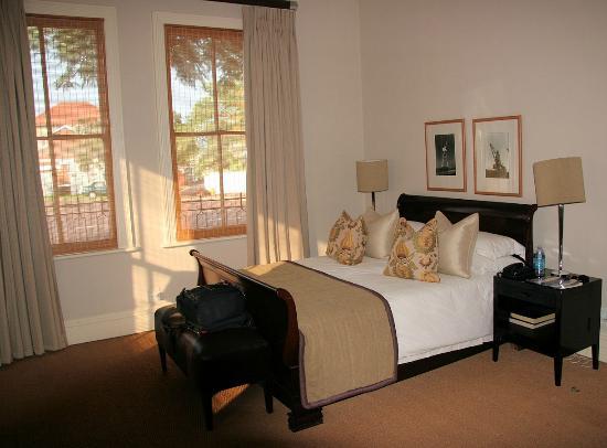 Quarters Hotel Florida Road : Bed