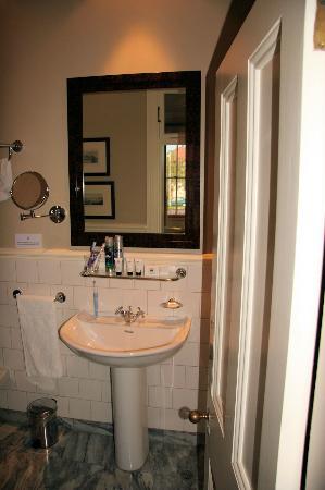 Quarters Hotel Florida Road : Basin