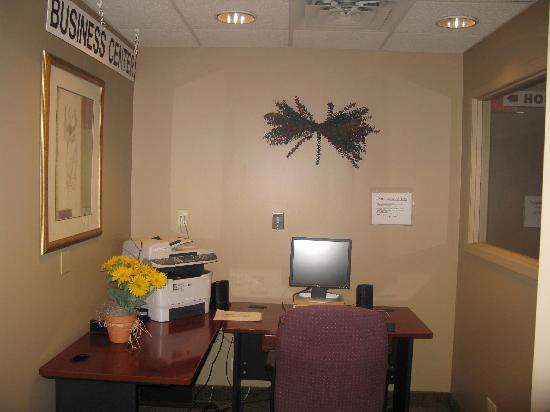 Quality Inn & Suites: Business Center Open 24 Hours!