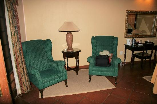 Blyde River Canyon Lodge: Chairs in room