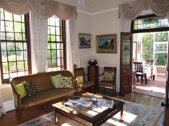 Carmichael Guesthouse: The lounge accessing the dining room