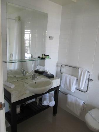 The Reef Resort: Vanity/sink