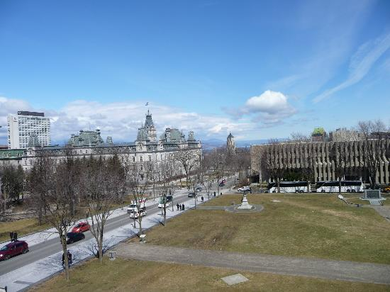 Hotel Chateau Laurier: View from 4th floor room at Chateau Laurier
