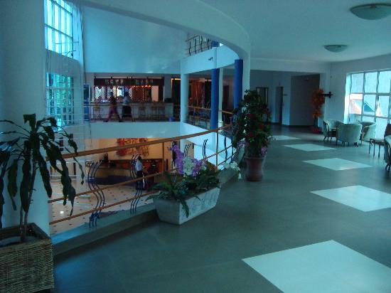 Metropole Hotel Kampala: Lobby area & entrance to Thai Restaurant