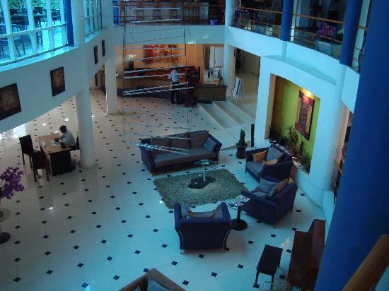 Metropole Hotel Kampala: view from the 1st floor lobby