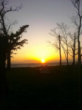 Black Walnut Point Inn: Amazing sunset from the Point