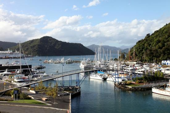 Picton Beachcomber Inn: View of Picton Harbor from Room