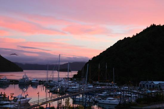 Picton Beachcomber Inn : Sunrise over Picton Harbor