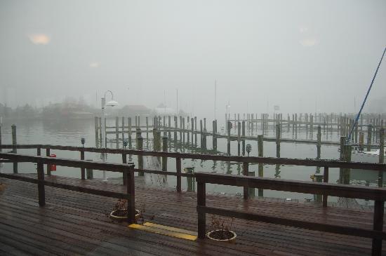 Town Dock Restaurant : Misty harbor in January