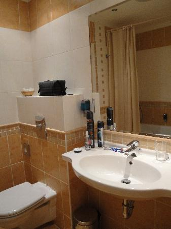 EA Hotel Rokoko: The bathroom (602)
