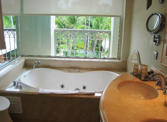 Iberostar Grand Bavaro: lovely soaking tub