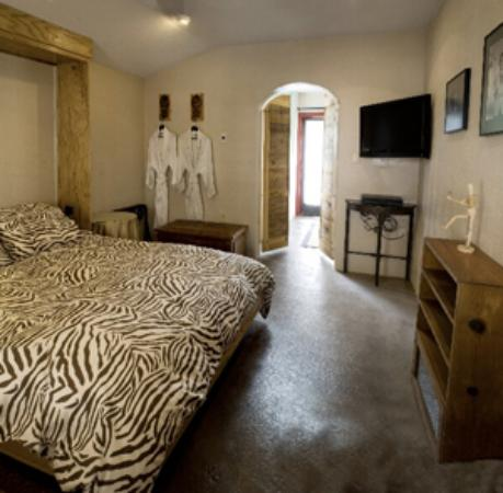 """Blackstone Hotsprings: Our room """"The Twilight Zone"""""""