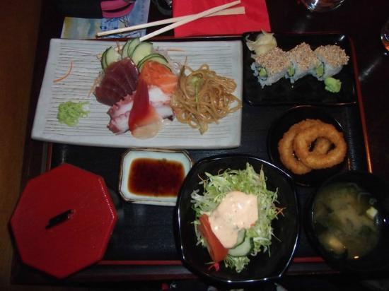 Sakura: A sashimi teishoku