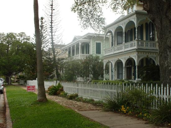 Coppersmith Inn Bed & Breakfast: The Coppersmith Inn & Street