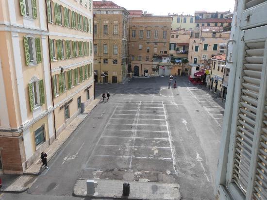 Memole Inn Sanremo: vista sulla piazza