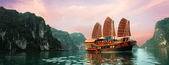 Foto de Fascinating Halong Bay Private Cruise Day Tour