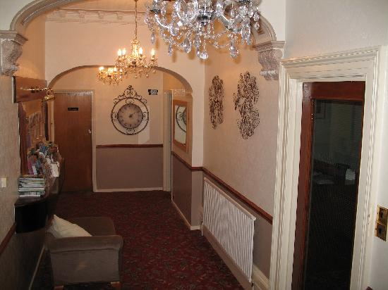 Beaufort House Guesthouse: reception hallway