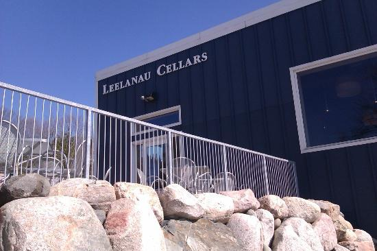 Leelanau Wine Cellars: Side view of the winery