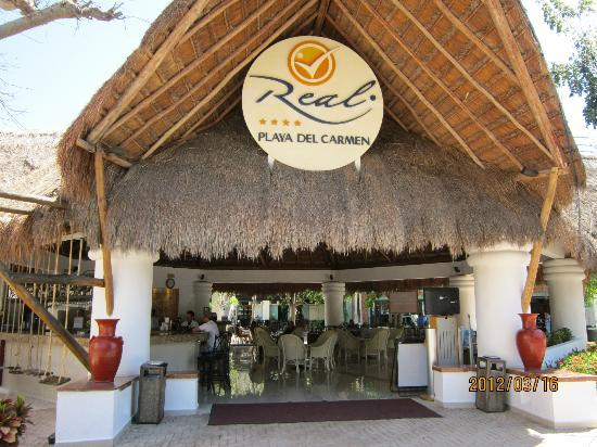 Real Playa del Carmen: Front entry to hotel
