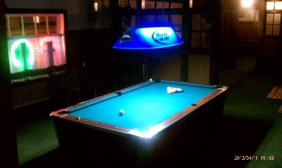 Tristar Inn Xpress: Pool Table (Lounge)