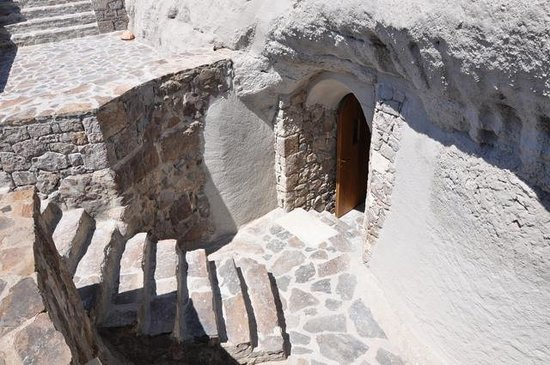 Catacombs Of Milos Greece Top Tips Before You Go