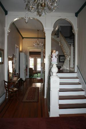 Americus Garden Inn Bed & Breakfast: First floor and stairs to upper Rooms..