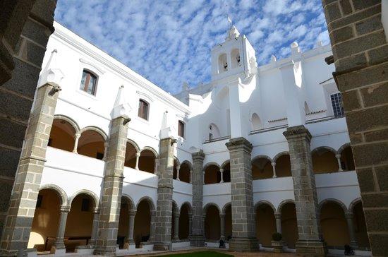 Convento do Espinheiro, Historic Hotel & Spa: Cloître