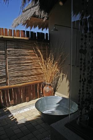 Botsebotse Luxury Retreat: Private outdoor shower area off our bathroom