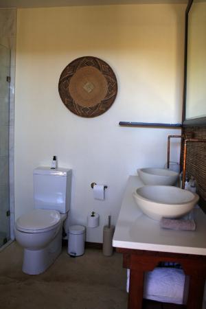 Botsebotse Luxury Retreat: Our bathroom