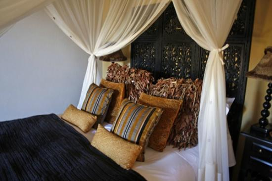 Botsebotse Luxury Retreat: Our bed