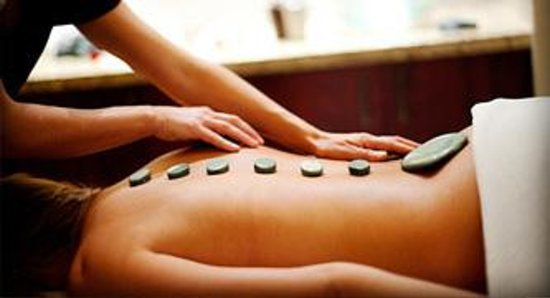 Eco Chic Spa: Hot stone massage