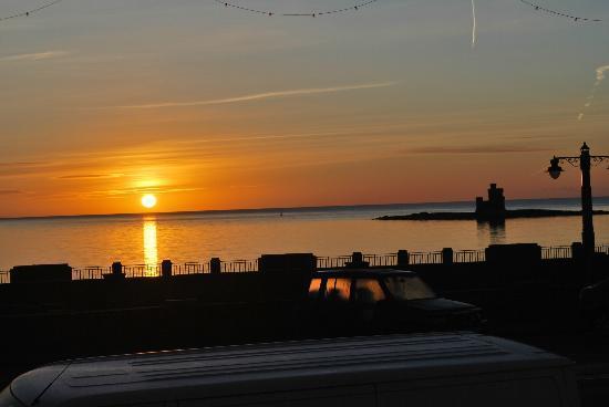 Ellan Vannin Metro Hotel: Sunrise