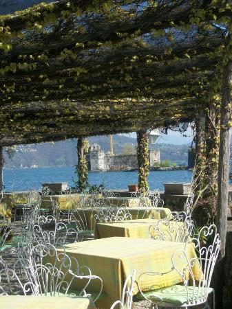 Ca Bianca : vista panoramica del ristorante Ca' Bianca- Cannobio