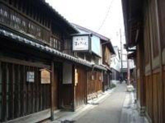 Nara Machi Walking Tour: Geisha district