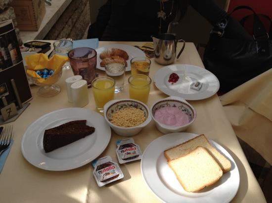 Наго, Италия: colazione :)