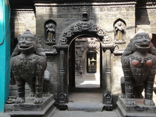 Golden Temple (Hiranya Varna Mahavihar): Puertas