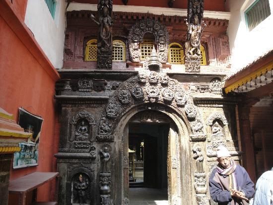 Golden Temple (Hiranya Varna Mahavihar): Entrada