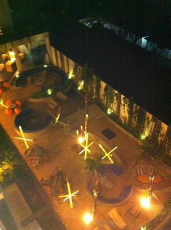 Bliss Surfer Hotel: Lounge outside